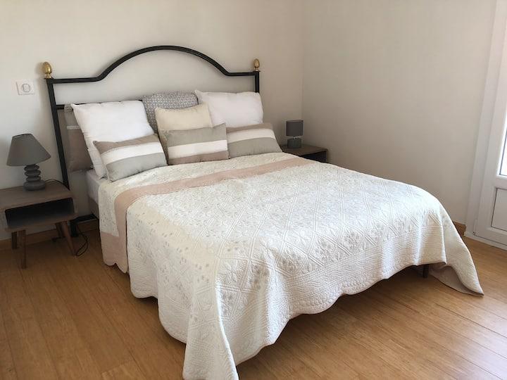Chambre privée dans un bel appartement manosquin