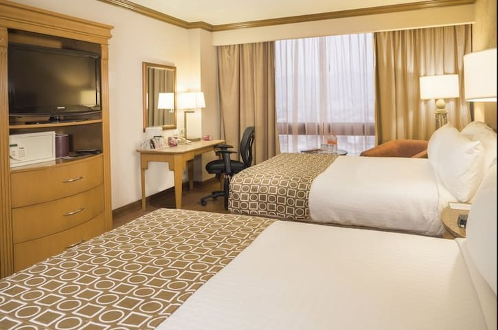 Habitación de hotel a 2 cuadras de Macroplaza