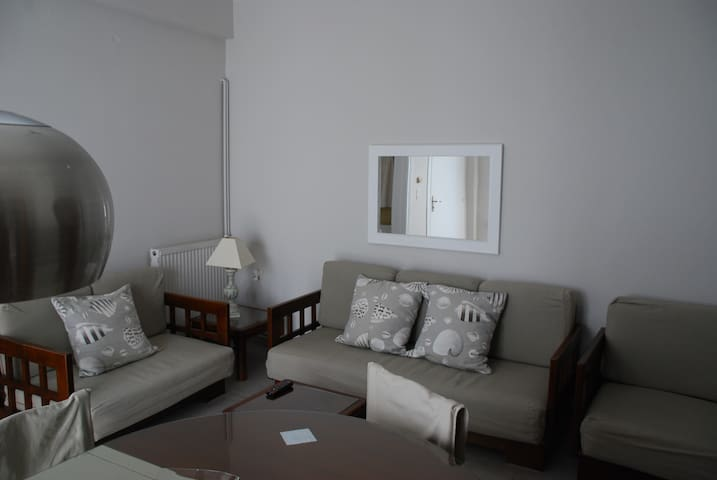 Quiet and cozy downtown apartment - Tinos