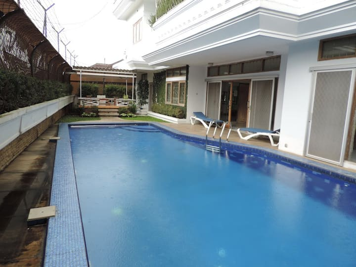 7 BR Villa Bandung 2 + Private Swimming Pool