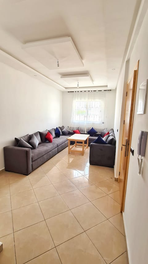 Cousy Apartment 1 min away from the beach!