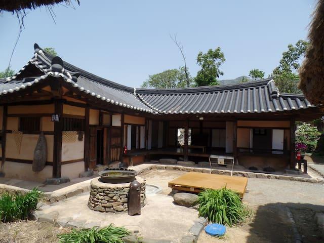 참판댁, 외암마을의 최대 16인 숙박 가능한 독채 민박 - Songak-myeon, Asan-si - House