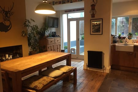Stylish and comfortable house - Bristol - Talo
