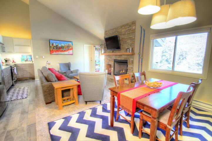 Chic and Modern 2 Bedroom Overlooking the Pool! - Keystone - Casa