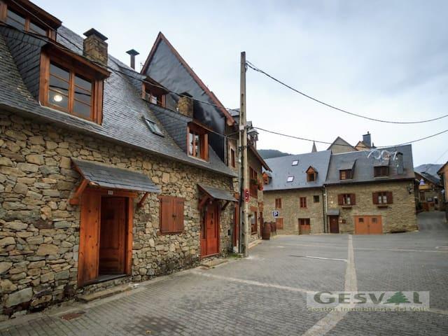 Casa Aranesa en Unha con jardin - Unha - Townhouse