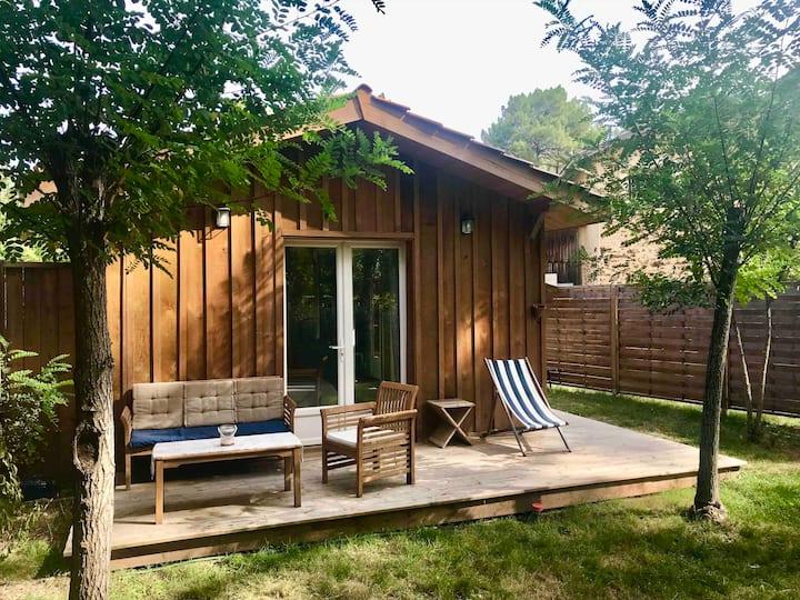 Escale sous les pins, studio en bois indépendant