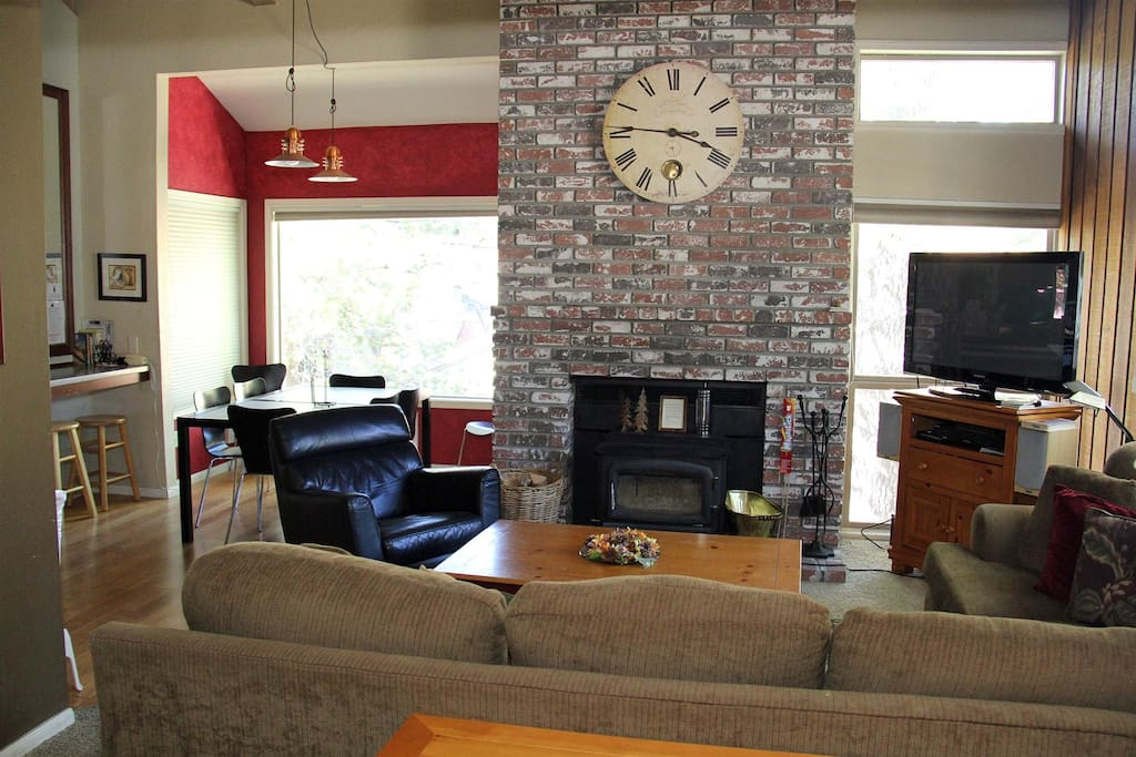 Mammoth Condo Rental Chamonix 85 - Living Room with Fireplace and Flat Screen TV. Open concept to Dining Room