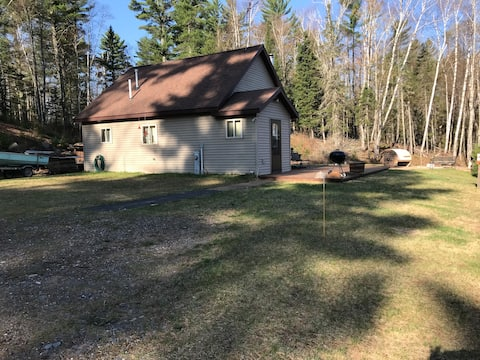 Cozy Creek Cabin-Clean w/ Large patio on 10 acres