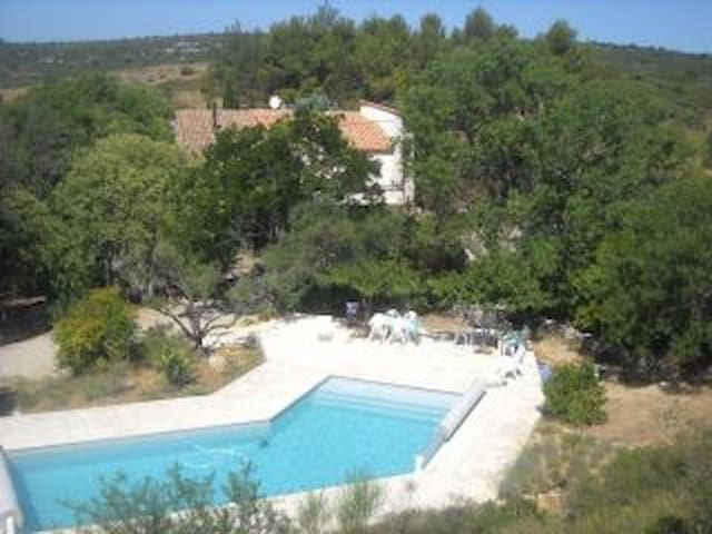 Independent apartment with pool in the garrigue