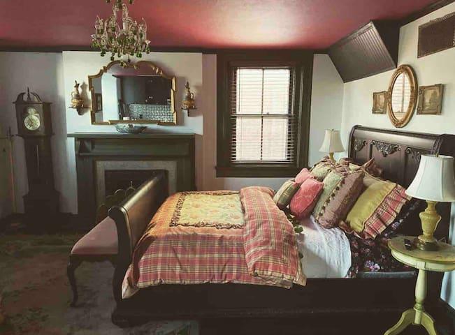 Cozy Victorian Loft