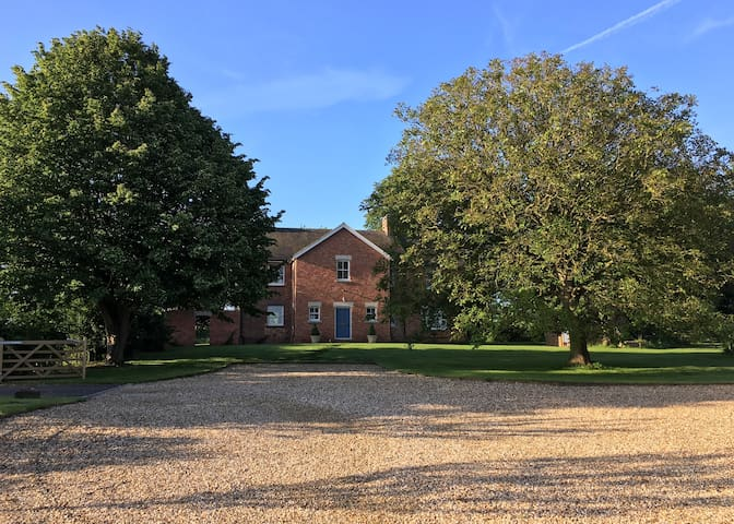 Silverstone rural getaway: College Farm, Helmdon