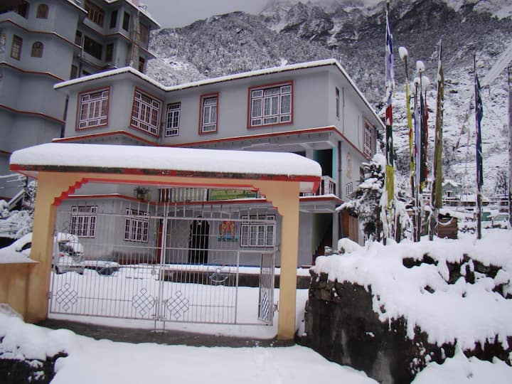 Golden Fish Hotel, Lachung (price includes meals)