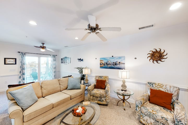 Waterfront Family Condo w/ Free WiFi, Shared Pool, Private W/D, Water Views!