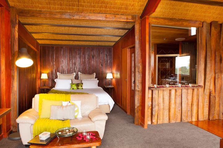 Boutique Spa Cabin - Lake Lyell - Hytte