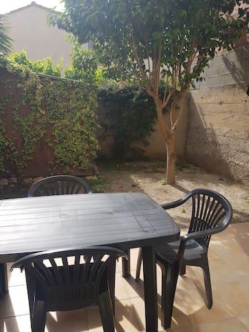 Charmante maison avec jardin ensoleillé