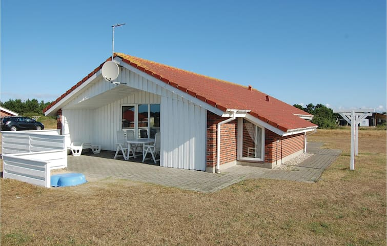Holiday cottage with 4 bedrooms on 98 m² in Vejers Strand