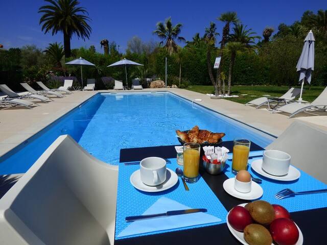 Le Mas du Golf, hotel de charme - Mougins - Bed & Breakfast