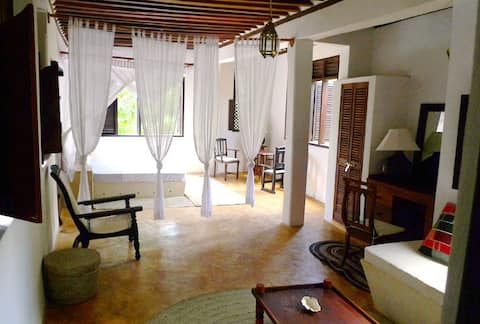 DEULI HOUSE - private suite 2 + access to gardens