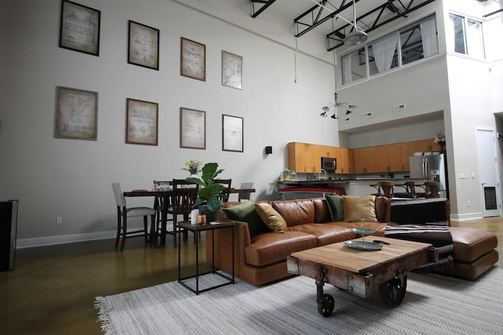 Hip Modern 2B Loft + Walk to BOA Stadium + Parking