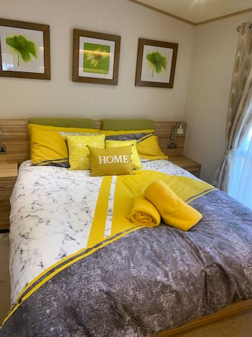 Master bedroom with comfy High spec. Full size king mattress.