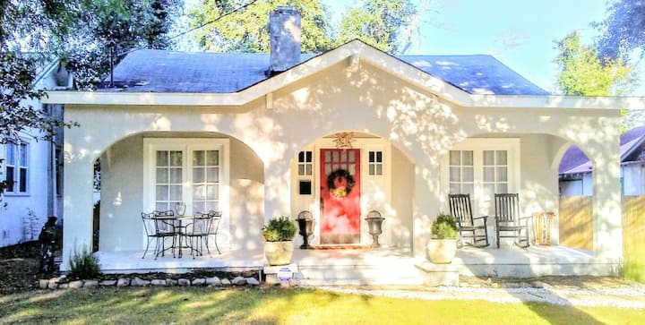 Southern Charm Cottage - Gorgeous + Available Now!