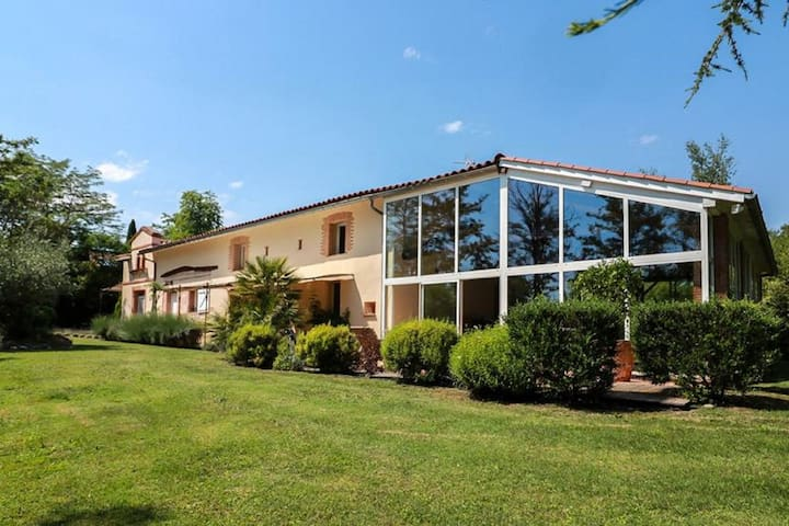 Magnificent Villa in Marquefave with Private Whirlpool