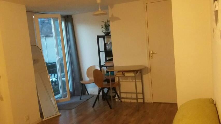 Beau studio très illuminé - Nantes - Apartment