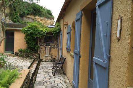 Maison ancienne rénovée atypique - Montlouis-sur-Loire - 独立屋