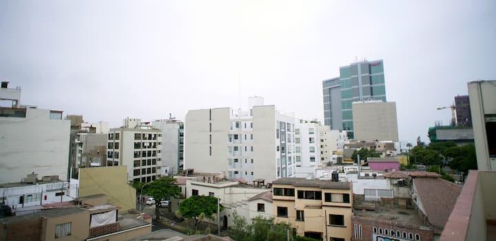 Nice 1-bedroom Apart. in Miraflores