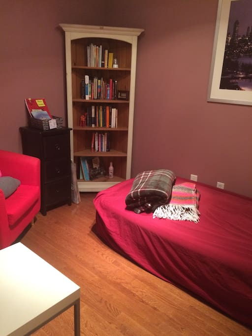 The library shelf in the corner is jammed with books at your disposal - curl up in the red chair as you enjoy one of them ! There are a variety of topics from politics, to German literature and fiction novels :)