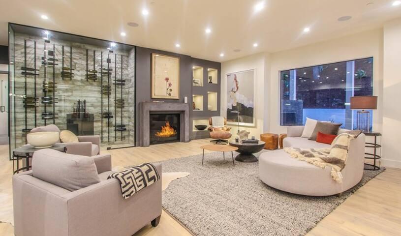 Ultra-Modern Smart Home in Encino