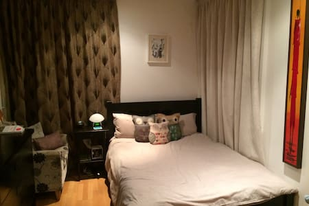 Double room with en-suite looking onto canal - 伦敦