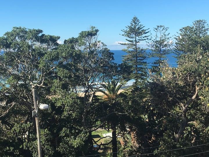 Bronte 3 bed beachfront home w/ garden & parking
