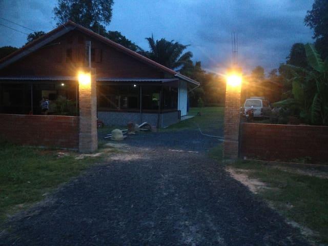 Quiet house in Ban Nong Ta-Kian - Tambon Chamni - Huis