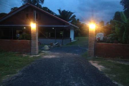 Quiet house in Ban Nong Ta-Kian - Tambon Chamni - Ház