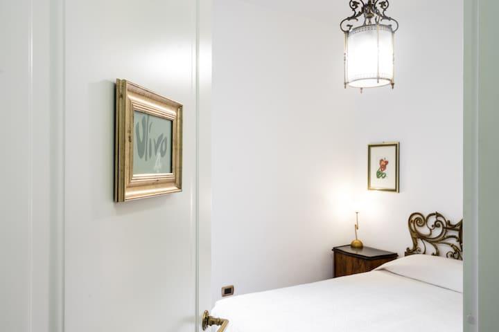 Room4 OliveTree. Delicious Double bathroom balcony