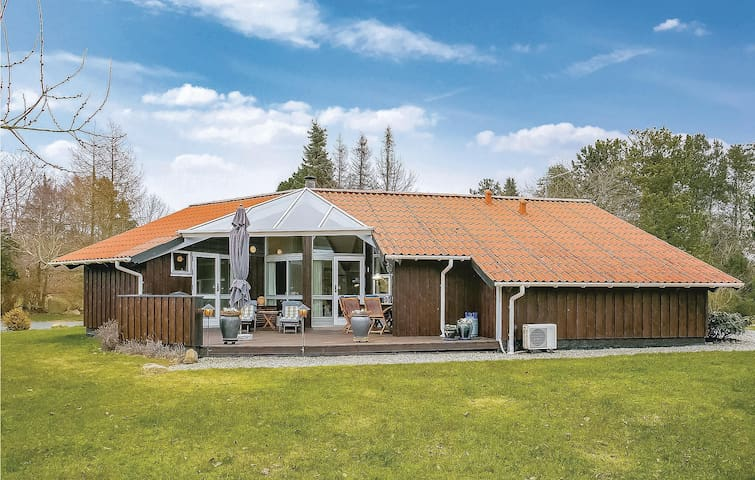 Holiday cottage with 4 bedrooms on 87m² in Gilleleje