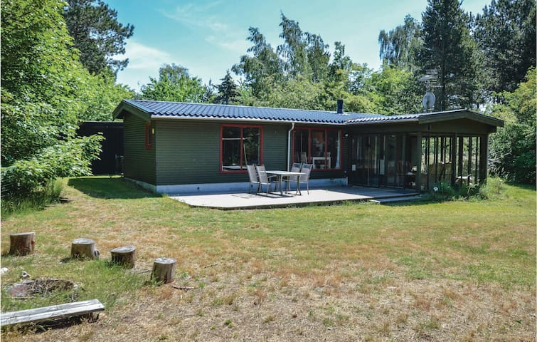Holiday cottage with 3 bedrooms on 107m² in Højby