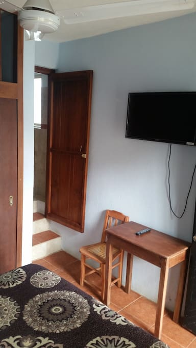 Cuarto con cama matriomonial, wifi, tv cable y closet
