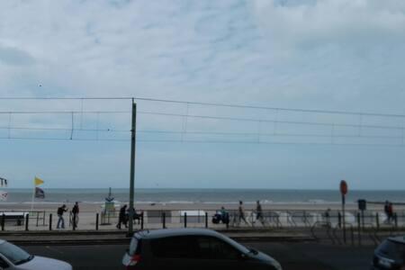 Nice studio beach view (shared) - Middelkerke