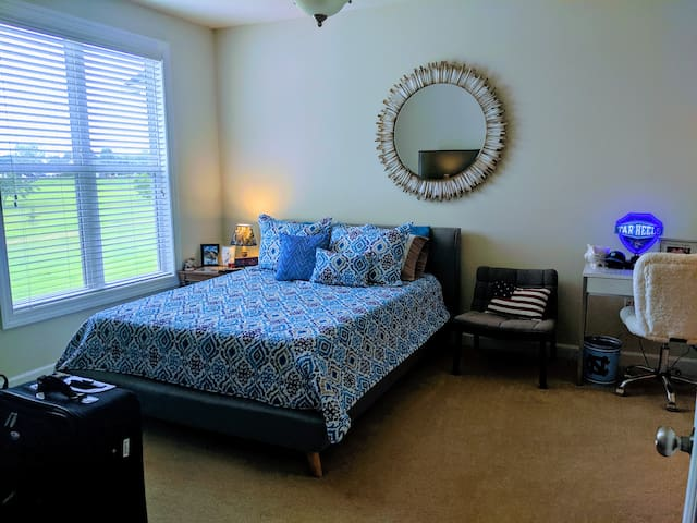 Spacious Master BDRM w/Private Bath in 2 BDRM APT
