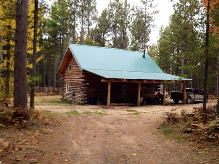 Log Cabin on the edge of Pigeon River State Forest