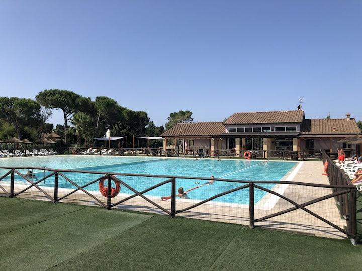 Bilocale con piscina vicino al mare 3 km Cecina