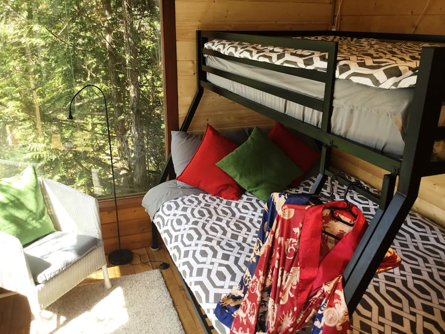 Winder Room, double lower, single upper, heated mattresses, over the ocean