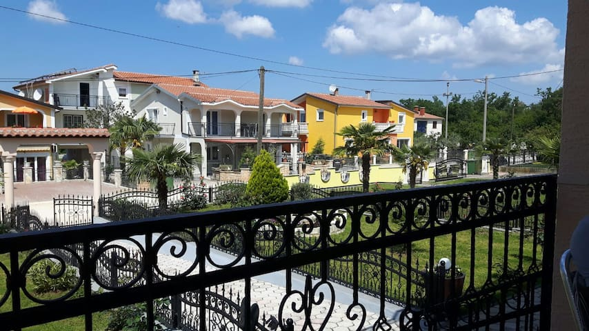 Beautiful apartment near Porec - Porec - Flat