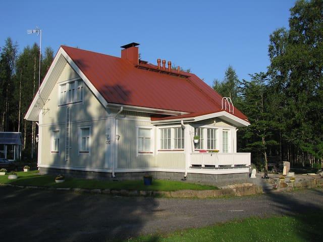 Viihtyisä omakotitalo Uuraisten maaseudulla - Uurainen - Apartment