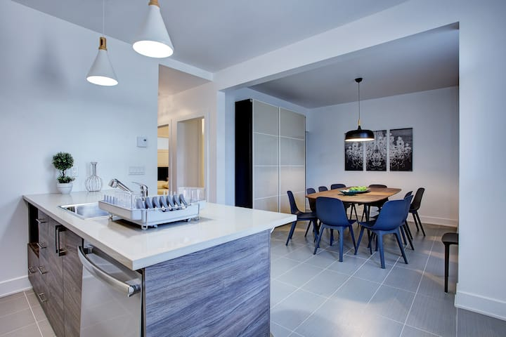 Luxurious apt ,free 🅿 10 min to DT*RENOVATED*6 bdr