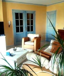 Appartement ensoillé très agréable dans une maison - Le Soler