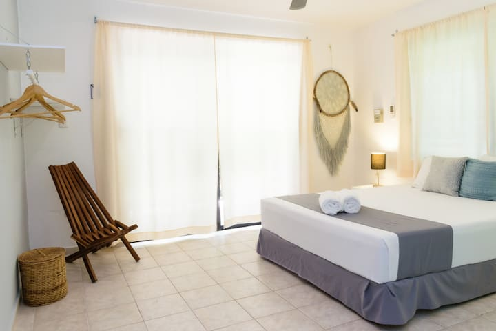 Suite Deluxe with Balcony - Casa Blanca Suites