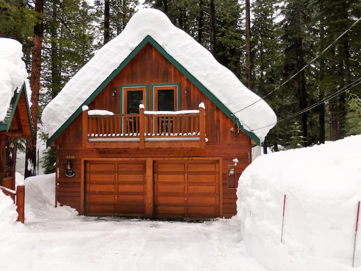 """Squirrel's Nest Loft"" Cozy private loft @ Tahoe!"